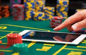 benefits of online casino table games dealer